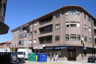 Edificio de 11 viviendas y local comercial. Arévalo