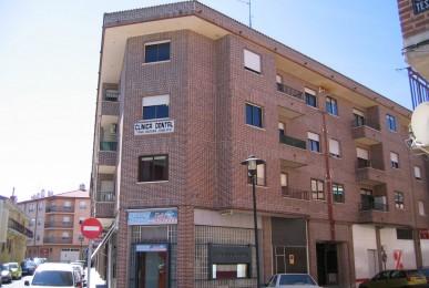 Edificio de 18 viviendas y locales comerciales en Avd. de los Deportes. Arévalo