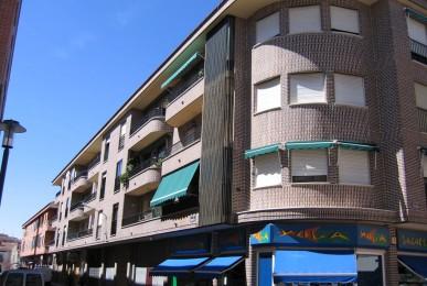 Edificio de 30 viviendas y locales comerciales. Arévalo