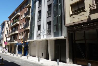 Edificio de 6 viviendas, local comercial, garajes y trasteros. C/ Eduardo Marquina, 19. Ávila